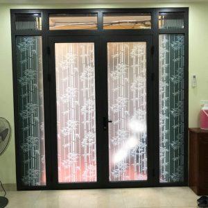 Phương án dán che mờ thường được sử dụng nhiều cho cửa ra vào, cửa sổ...