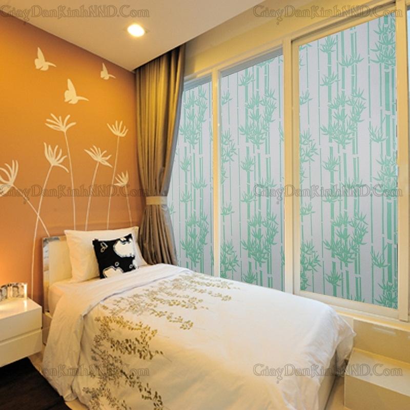 Giấy dán kính hình cây trúc xanh mã A10 khi dán trong phòng ngủ