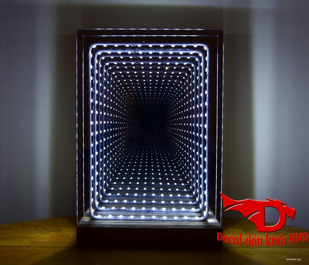 Giấy dán kính một chiều là vật liệu quan trọng nhất làm nên Đèn led vô cực cho phòng karaoke