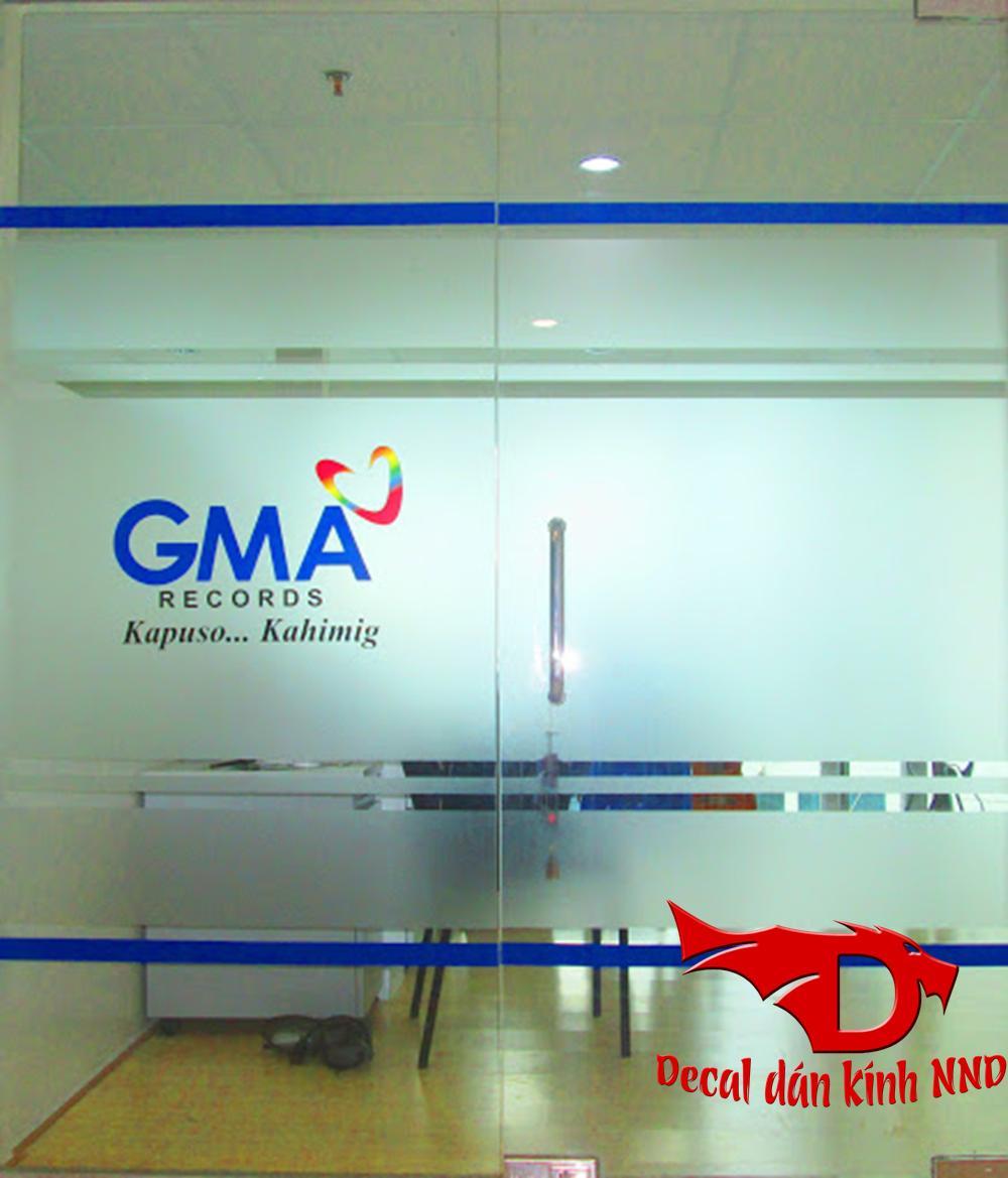 In logo tên công ty trên nền decal mờ