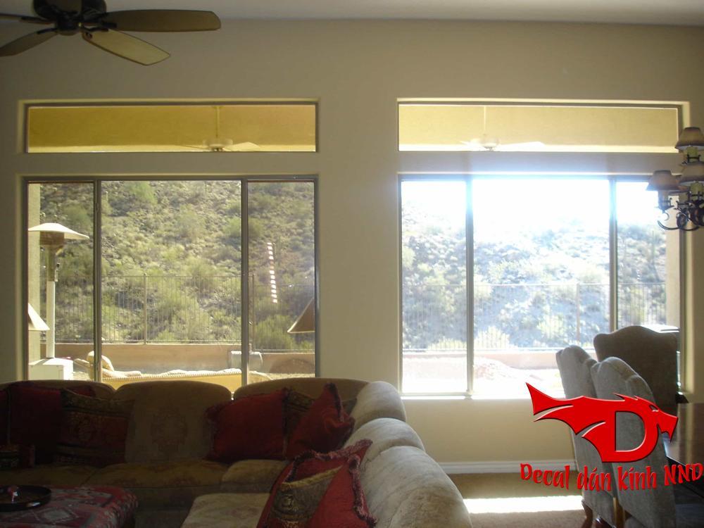Decal dán kính phản quang chống chói những vẫn đảm bảo nhìn ra ngoài được bình thường vào ban ngày.